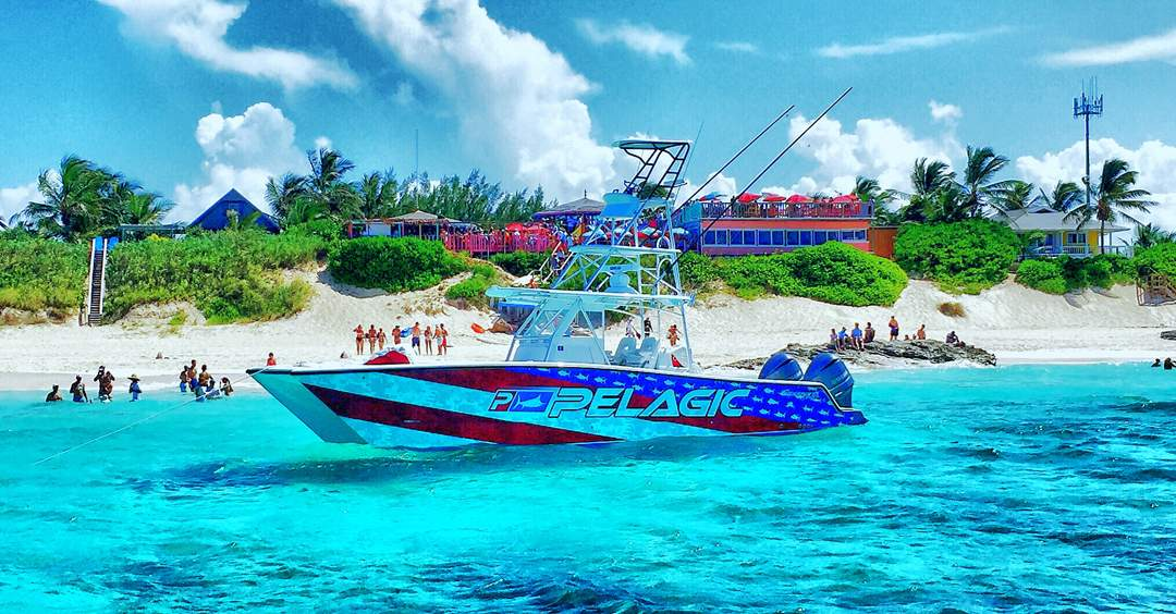 PELAGIC Americamo Boat_Nippers Bar and Grill_Bahamas